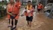 சீனாவில் சூறைக்காற்றுடன் கொட்டித் தீர்க்கும் கனமழை.. பெருவெள்ளத்தில் சிக்கி 61 பேர் பலி