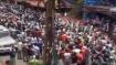 கேரளா அரசுக்கும் கடும் நெருக்கடி- பிற மாநில தொழிலாளர்கள் சாலைகளில் குவிந்ததால் பதற்றம்