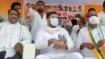 பீகார் தேர்தல்: ஆர்ஜேடி தலைவர் தேஜஸ்வி மீது பொது கூட்டத்தில் சரமாரி காலணிகள் வீச்சு