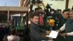 வேளாண் சட்டத்தை எதிர்த்து... டிராக்டரில் வந்து பதவியை ராஜினாமா செய்த ஹரியானா எம்.எல்.ஏ.!