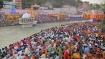 மகா கும்பமேளா...கங்கை கரையில் ஒரே நேரத்தில் கூடிய பல ஆயிரம் மக்கள்.. காற்றில் பறந்த கொரோனா விதிகள்