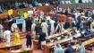 போர்க்களமான பாகிஸ்தான் நாடாளுமன்றம்.. ஆளும் கட்சி, எதிர்க்கட்சி உறுப்பினர்கள் கடும் மோதல்..பரபரப்பு!