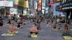 யோகா தினம்: அமெரிக்காவின் நியூயார்க் டைம்ஸ் சதுக்கத்தில் ஆயிரக்கணக்கானோர் பங்கேற்பு