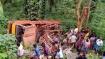 ஏற்காட்டில் பரிதாபம்.. மலைப்பாதையில் 30 அடி பள்ளத்தில் கவிழ்ந்த வேன்.. 2 பேர் உயிரிழப்பு!