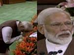 இந்திய அரசியல் சாசனத்தை வணங்கிவிட்டு உரை நிகழ்த்திய மோடி!