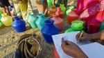 தண்ணீருக்கு ஏங்கி தவிக்கும் சென்னை.. இரவு பகலாக காலி குடங்களுடன் வீதியில் அலையும் மக்கள்