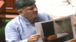 இங்க பாருங்க, எம்எல்ஏ எப்படி படுத்திருக்காரு.. சட்டசபையில் டி.கே.சிவகுமார் காண்பித்த பகீர் போட்டோ