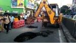 சென்னை ராயபுரத்தில் சாலையில் 10 அடிக்கு திடீர் பள்ளம்.. வாகன ஓட்டிகள் அதிர்ச்சி