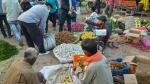 செம்ம.. ஒரே கல்லில் 2 மாங்காய்.. தேனி உழவர் சந்தையில் ரூ.150க்கு விற்கப்படும் 18 காய்கறி தொகுப்பு