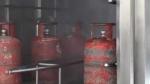 கொரோனா பாதிப்பு எதிரொலி: தினமும் 4 முறை சுத்தம் செய்யப்படும் கேஸ் சிலிண்டர்கள்