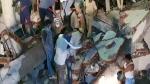 குஜராத்தில் 3 மாடி கட்டிடம் இடிந்து மூவர் பலி...10 பேர் இடிபாடுகளில் சிக்கினர்!!