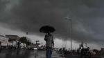 கருமேகங்கள் சூழ்ந்த சென்னை... காலையிலேயே இடியுடன் வெளுத்து வாங்கும் மழை..!