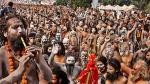 கும்பமேளாவில் ஷாக்- நிர்வாண சாதுக்கள் தலைவர் கொரோனாவுக்கு பலி- ஒரே நாளில் 2,220 பேருக்கு பாதிப்பு!