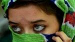 ஸ்லீவ்லெஸ்தான் போடனும்.. தேர்வு எழுத போன பெண் ஆடையை வெட்டிய வாட்ச்மேன்.. தேசிய மகளிர் ஆணையம் விசாரணை