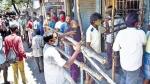 டாஸ்மாக் திறந்த முதல் நாளில் ஆரவார கூட்டம்.. 165 கோடிக்கு விற்பனை.. சென்னையை முந்தி மதுரை முதலிடம்