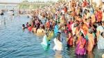 ஆடிப்பெருக்கு நாளில் பொங்கிவரும் புது வெள்ளம் - ஆறுகளில் நீராட தடையால் கரைகளில் வழிபட்ட மக்கள்