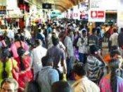 தீபாவளி: நிரம்பி வழிந்த ரயில்-பஸ்கள், பயணிகள் திணறல்