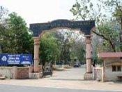 கோவை மருத்துவ கல்லூரியில் நிர்வாண ராகிங்-  4 மாணவர்கள் கைது