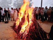 டெல்லி பலாத்கார மாணவியின் அஸ்தி கங்கையில் கரைக்கப்பட்டது