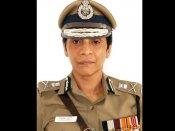 முன்னாள் டிஜிபி லத்திகா சரணின் ஹேண்ட் பேக்கை சுட்டுட்டாங்க....!