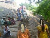 ஆடி அமாவாசை: சதுரகிரி, காரையார் சொரிமுத்து ஐயனார் கோவில்களில் குவிந்த பக்தர்கள்
