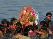 டெல்லியில் யமுனையில் விநாயகர் சிலைகளை கரைக்கையில் 7 பேர் நீரில் மூழ்கி பலி