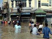 காஷ்மீர் வெள்ளம்: மேலும் 60,000 பேர் மீட்பு- தொற்று நோய் பரவும் அபாயம்