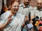 மக்களவையில் தொடர் அமளி: 25 காங்கிரஸ் எம்.பிக்கள் 5 நாட்கள் சஸ்பெண்ட்- சபாநாயகர் அதிரடி உத்தரவு