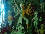 மேற்கு வங்க துர்கா பூஜையில் மரபுகளை உடைத்தெறிந்து முதல்முறையாக திருநங்கை சிலைக்குப் பூஜை