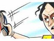 பெண்ணை பலாத்காரம் செய்தவருக்கு 5 செருப்படி: பஞ்சாயத்தார் தண்டனை கொடுத்திட்டாங்களாமாம்!