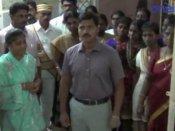 மதுரை அரசு பிற்படுத்தப்பட்டோர் பள்ளி மாணவிகள் விடுதியில் கலெக்டர் அதிரடி ஆய்வு- வீடியோ