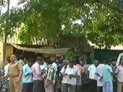 காவல் நிலையம் அருகில் ரவுடி ஓட ஓட வெட்டிக் கொலை: வீடியோ