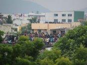 மவுலிவாக்கம் கட்டிட தகர்ப்பை பார்த்த பொதுமக்கள் விசில் அடித்து ஆராவாரம் ! #Moulivakkam