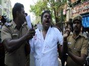 அதிமுக தலைமை அலுவலகத்தில் அத்துமீறி நுழைந்ததாக சசிகலா புஷ்பா கணவர் உள்பட 50 பேர் மீது வழக்குப்பதிவு