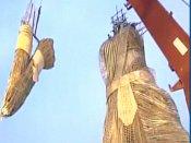 குவஹாத்தியில் முஸ்லீம் கலைஞரின் கை வண்ணத்தில் 101 அடி மூங்கில் துர்கா சிலை... கின்னஸ் சாதனை
