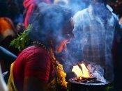 குலசை முத்தாரம்மன் கோவில் தசரா விழா: வேடமிட்டு நேர்த்திக்கடன் செலுத்தும் பக்தர்கள்