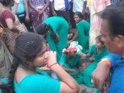 தென்காசி அருகே கல்லூரி வேன் - லாரி  மோதி விபத்து - 20 மாணவிகள் காயம்