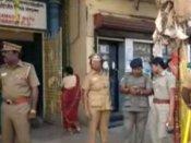 ராமேஸ்வரத்தில் பரபரப்பு- விஜயேந்திரரைக் கண்டித்து சங்கர மடத்துக்குள்ளேயே புகுந்து போராட்டம்!