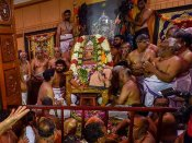 அபிஷேகம், அலங்காரம் செய்யப்பட்டு ஜெயேந்திரர் உடல் நல்லடக்கம்
