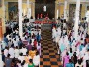 இன்று புனித வெள்ளி : இயேசு சிலுவையில் அறையப்பட்ட நாள் - தேவாலயங்களில் கிறிஸ்தவர்கள் சிறப்பு வழிபாடு
