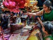 ஆடி வெள்ளியில் அம்மனுக்கு பால் அபிஷேகம் செய்து வழிபட்டால் செல்வம் பெருகும்
