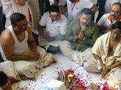 உலகில் ஃபெமினிசம் ஒழிய வேண்டும்.. 150 ஆண்கள் இணைந்து கங்கையில் நடத்திய யாகம்.. அடடே!