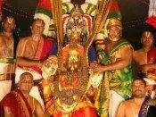 நவராத்திரி பிரம்மோற்சவம் 2018: தங்கக் கருடவாகனத்தில் உலா வந்த மலையப்பசுவாமி