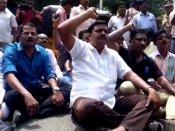 ஒன்று திரண்ட ஊடகவியலாளர்கள்.. நக்கீரன் கோபால் கைதுக்கு எதிராக போராட்டம்!