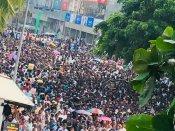 ரணிலுக்கே எங்கள் ஆதரவு... ராஜபக்சேவுக்கு எதிராக கொழும்பில் போராட்டம் நடத்திய யூஎன்பி!