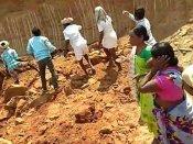 தெலுங்கானாவில் மண்சரிவில் சிக்கி 10 பெண்கள் பரிதாப பலி…  முதல்வர் இரங்கல்