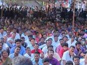 ஹைட்ரோ கார்பன் திட்டம் .. மன்னார்குடியில் 13 கிராம மக்கள் குளத்தில் இறங்கி போராட்டம்
