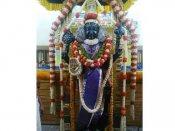 கண்கொள்ளாக் காட்சி.. நின்ற கோலத்தில் அருள்பாலிக்கும் அத்திவரதர்.. பக்தர்கள் கூட்டம் அலைமோதுகிறது
