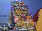 நாடு முழுவதும் களைகட்டிய நவராத்திரி: கோவில்களிலும் வீடுகளிலும் கொலு வைத்து கொண்டாட்டம்