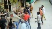 வைரல் வீடியோ.. எங்க புள்ள மேல கைவக்கிறீயா.. மாணவர்கள் முன்னிலையில் ஆசிரியர் மீது கடுமையாக தாக்குதல்